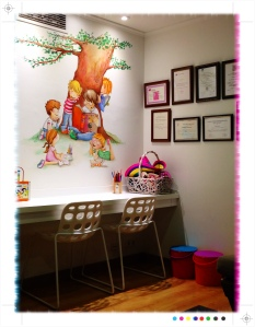 Pintura mural, clínica Facal de Ortodoncia, Vigo, Begoña pérez-Herrera Moreno, sala de espera,