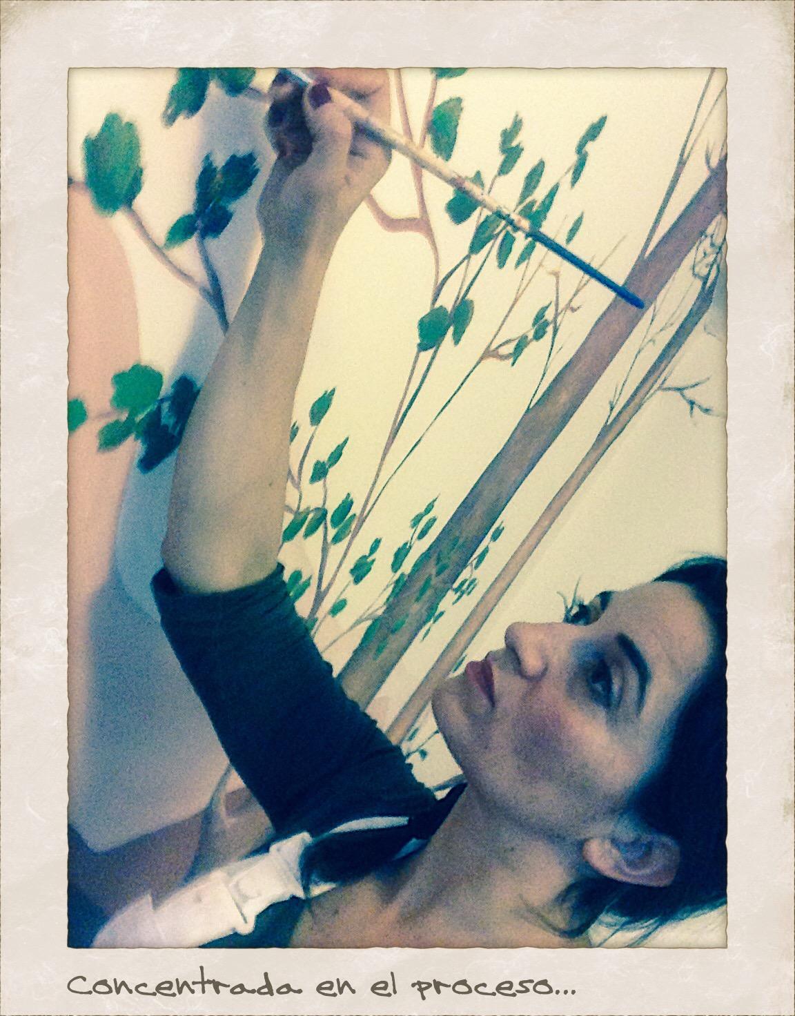 un momento del proceso de pintura mural, www.begoperezherrera.com, #mural, #decoraciòn.