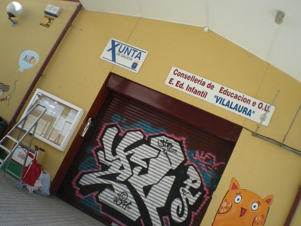 graffiti Verja principal EEI.VilaLaura,Vigo. www.bgophycolorincolorado.com, pintura mural,
