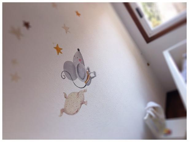 Mural en proceso, ratòn atento al cuento de la Luna...